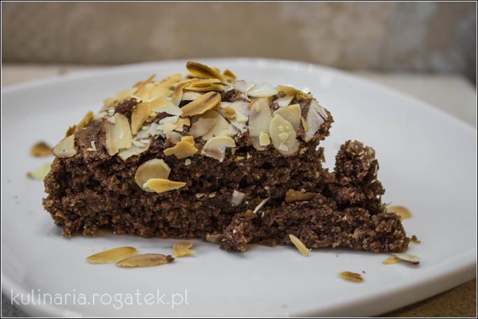 Szybkie wegańskie ciasto kakaowo-migdałowe