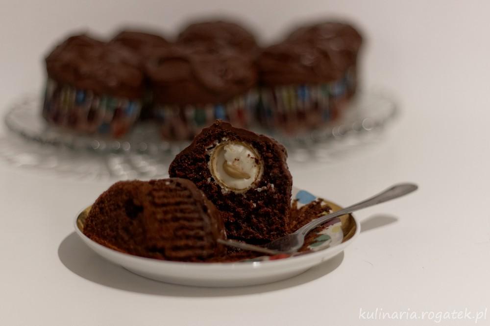 Czekoladowe muffinki z niespodzianką
